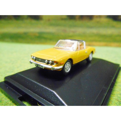 OXFORD 1:76 TRIUMPH STAG V8 IN SAFFRON