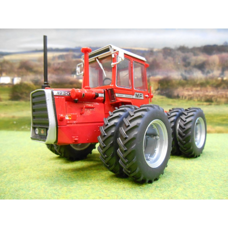 UNIVERSAL HOBBIES 1:32 MASSEY FERGUSON 1250 DUAL WHEEL 4WD ARTICULATED TRACTOR