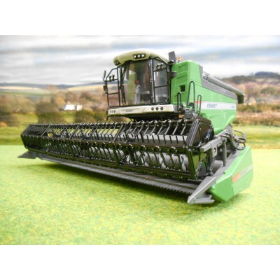 UNIVERSAL HOBBIES 1:32 FENDT 5255L COMBINE HARVESTER & 23CM HEADER