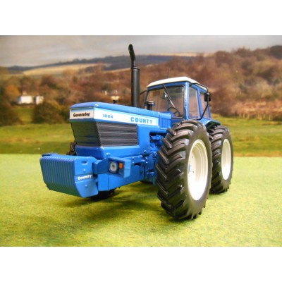 UNIVERSAL HOBBIES 1:32 COUNTY 1884 Q CAB TRACTOR