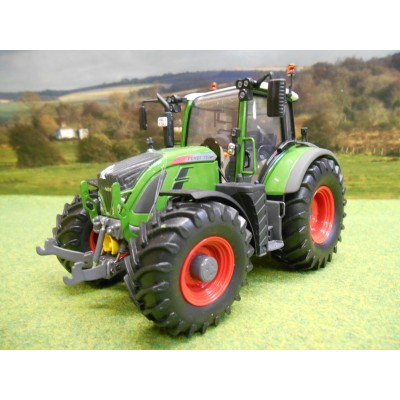 UNIVERSAL HOBBIES 1:32 FENDT 724 VARIO NATURE GREEN 4WD TRACTOR