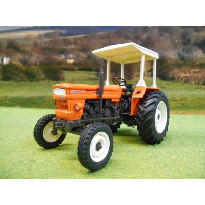 UNIVERSAL HOBBIES 1:32 FIAT 750 SPECIAL 2WD TRACTOR