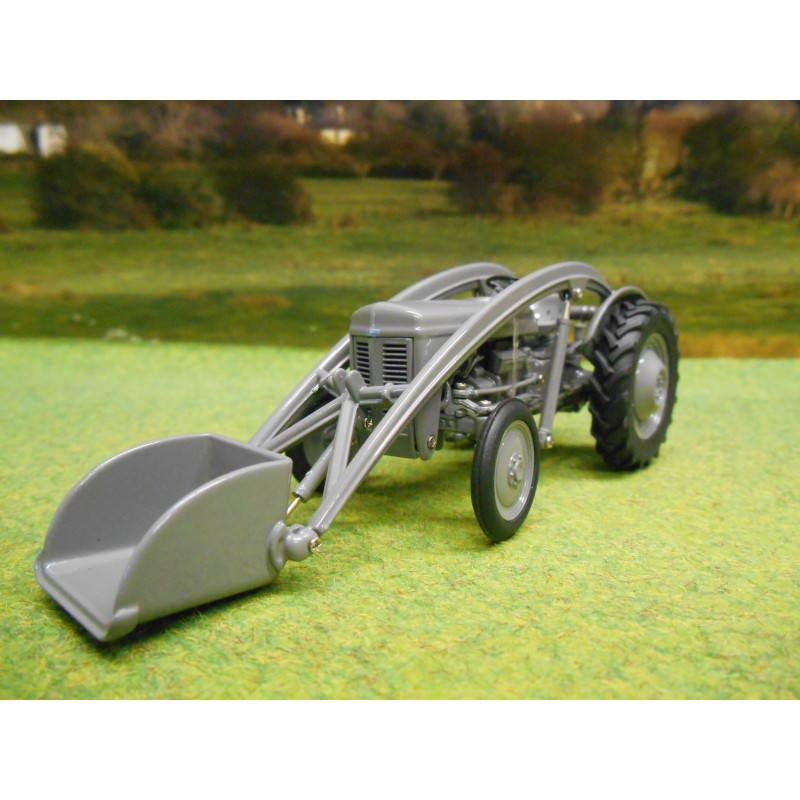 UNIVERSAL HOBBIES 1:32 FERGUSON TEA20 TRACTOR GREY FERGIE WITH FRONT LOADER