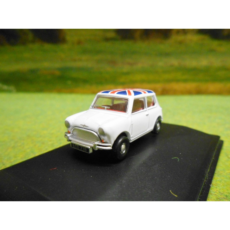 Oxford 176 1968 Mini Cooper S White With Union Jack Roof One32