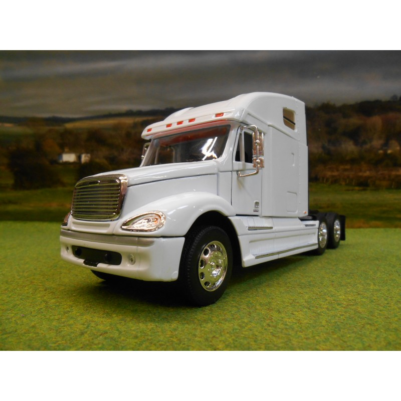 WELLY 1:32 FREIGHTLINER COLUMBIA 6 WHEEL TRACTOR UNIT TRUCK WHITE