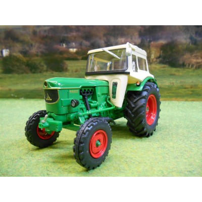 UNIVERSAL HOBBIES 1:32 DEUTZ FAHR D6005 2WD TRACTOR WITH CAB