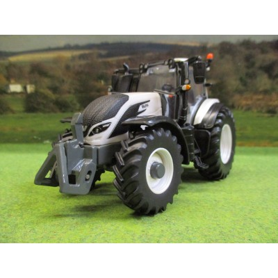 BRITAINS 1:32 VALTRA TZ54V 4WD TRACTOR IN WHITE
