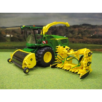 WIKING 1:32 JOHN DEERE 8500i FORAGER WITH GRASS & MAIZE HEADERS