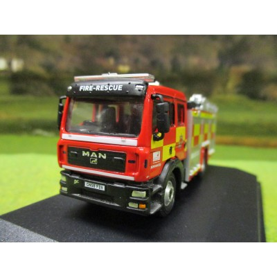 OXFORD 1/76 MAN FIRE ENGINE PUMP & LADDER HERTFORDSHIRE FIRE & RESCUE