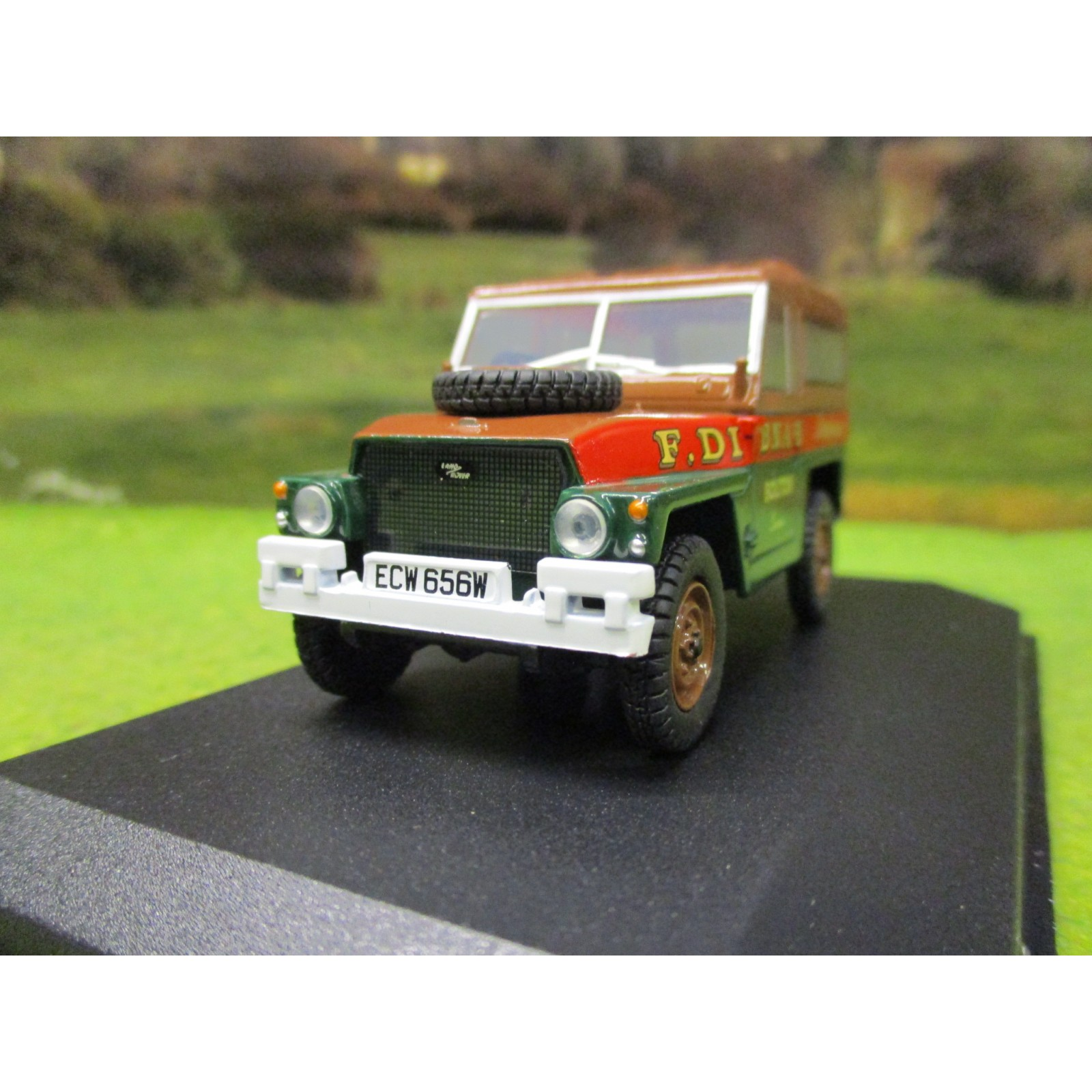 Oxford Die Cast 1:76 Scale Land Rover 1//2 Ton Lightweight Hard Top Fred Dibnah