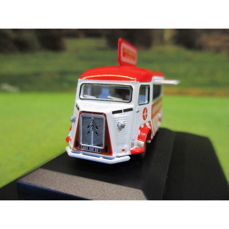 OXFORD 1:76 CITROEN H CATERING VAN JAMIE OLIVER AT GATWICK