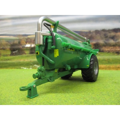 BRITAINS 1:32 GREEN NC 2500 SLURRY TANKER ROAD SIDE