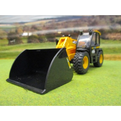 BRITAINS 1:32 JCB 542-70 AGRIPRO LOADALL & ATTACHMENTS