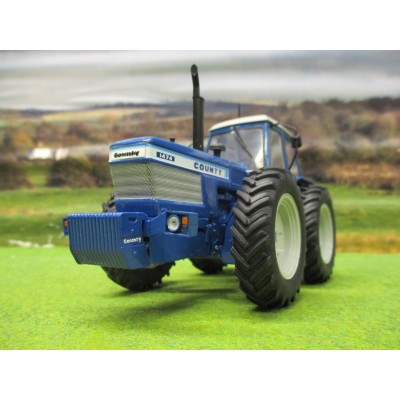 UNIVERSAL HOBBIES 1:32 COUNTY 1474 TRACTOR (1979)