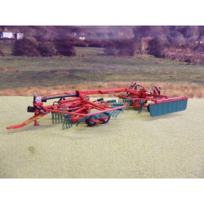 UNIVERSAL HOBBIES 1:32 CLAAS CROP TIGER 30 TRACKED COMBINE