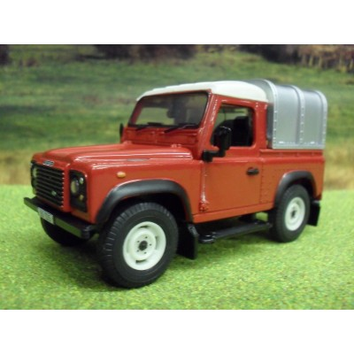 BRITAINS 1:32 FARM LANDROVER DEFENDER PICKUP & CANOPY