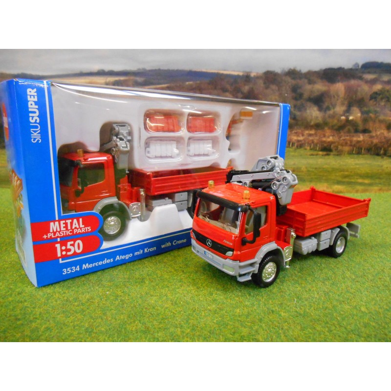 SIKU 1:50 MERCEDES ATEGO LORRY & HIAB CRANE FIGURES & BARRIERS