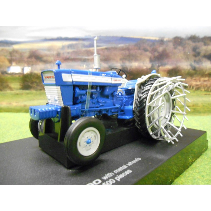 UNIVERSAL HOBBIES 1:32 LIMTED EDITION FORD 5000 TRACTOR & CAGE WHEELS