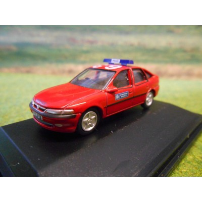 OXFORD 1:76 VAUXHALL VECTRA METROPOLITAN POLICE DPG RED