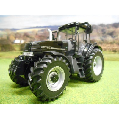 UNIVERSAL HOBBIES 1:32 CASE MAXXUM MX135 BLACK BEAUTY LTD EDITION