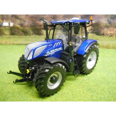 UNIVERSAL HOBBIES 1:32 2015 NEW HOLLAND T7.225 BLUE POWER TRACTOR