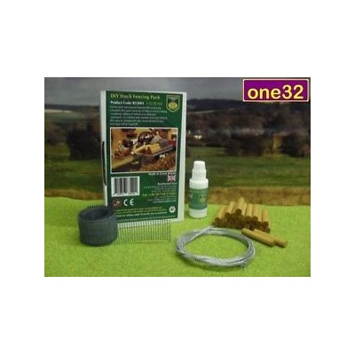 BRUSHWOOD 1:32 FARM FENCING KIT BARBED WIRE, POSTS & NETTING