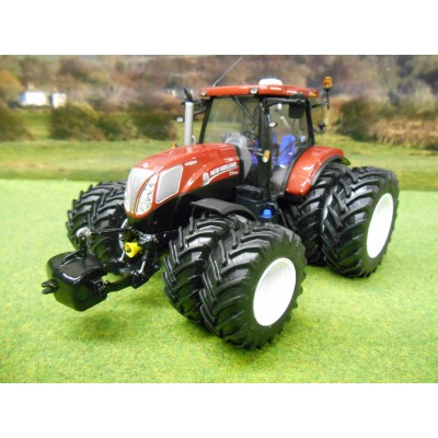 UNIVERSAL HOBBIES 1:32 NEW HOLLAND T7.210 DUAL WHEELS LIMITED EDITION TRACTOR IN TERRA COTTA