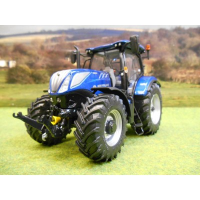 UNIVERSAL HOBBIES 1:32 NEW HOLLAND T7.225 BLUE POWER TRACTOR 2016