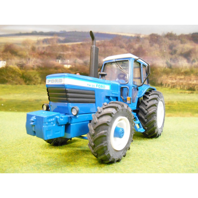 BRITAINS 1:32 FORD TW30 4WD TRACTOR