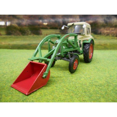UNIVERSAL HOBBIES 1:32 FENDT FARMER 2 TRACTOR WITH CAB & LOADER