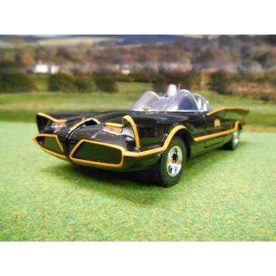 JADA METALS 1:24 1960s TV BATMAN BATMOBILE WITH BATMAN & ROBIN FIGURES