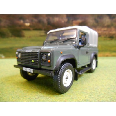 BRITAINS 1:32 FARM LANDROVER DEFENDER 90 GREEN PICKUP & CANOPY