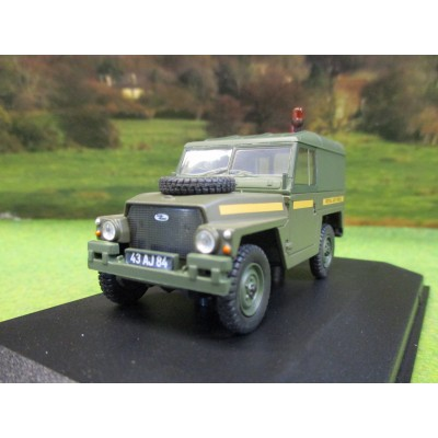 OXFORD 1:43 LANDROVER 1/2 TON LIGHT WEIGHT HARD TOP RAF IN DISPLAY CASE