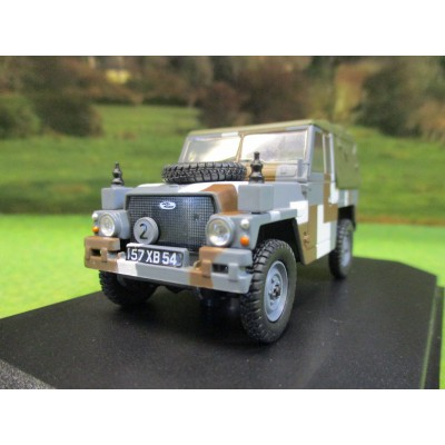 OXFORD 1:43 LANDROVER 1/2 TON LIGHT WEIGHT ARMY BERLIN SCHEME IN DISPLAY CASE
