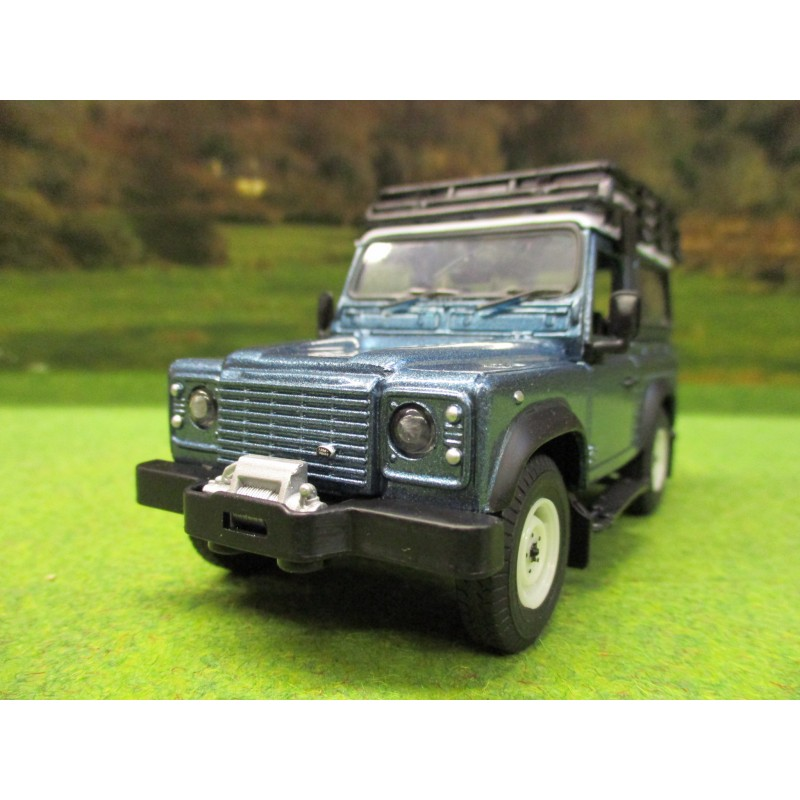 BRITAINS 1:32 FARM LANDROVER DEFENDER 90 STATION WAGON BLUE PLAY SET