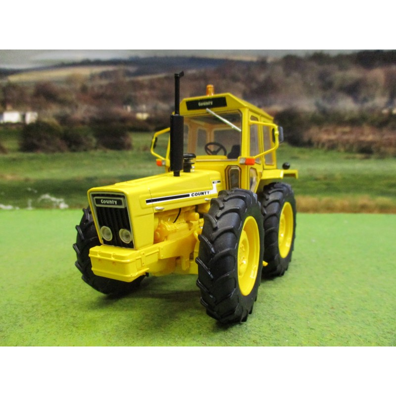 UNIVERSAL HOBBIES 1:32 COUNTY 1174 TRACTOR INDUSTRIAL YELLOW