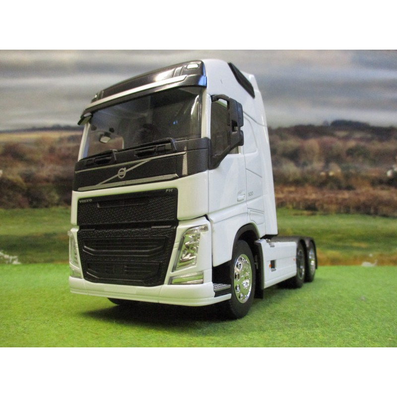 WELLY 1:32 VOLVO FH4 500 6 WHEEL TRACTOR UNIT TRUCK WHITE
