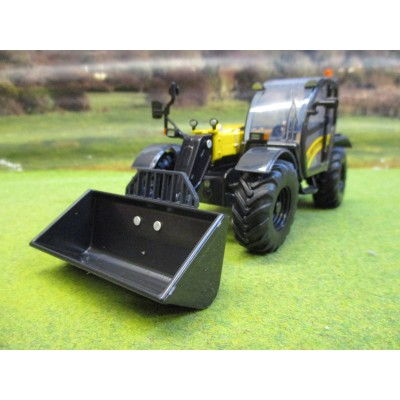 BRITAINS 1:32 NEW HOLLAND TH7.42 TELEHANDLER & ATTACHMENTS