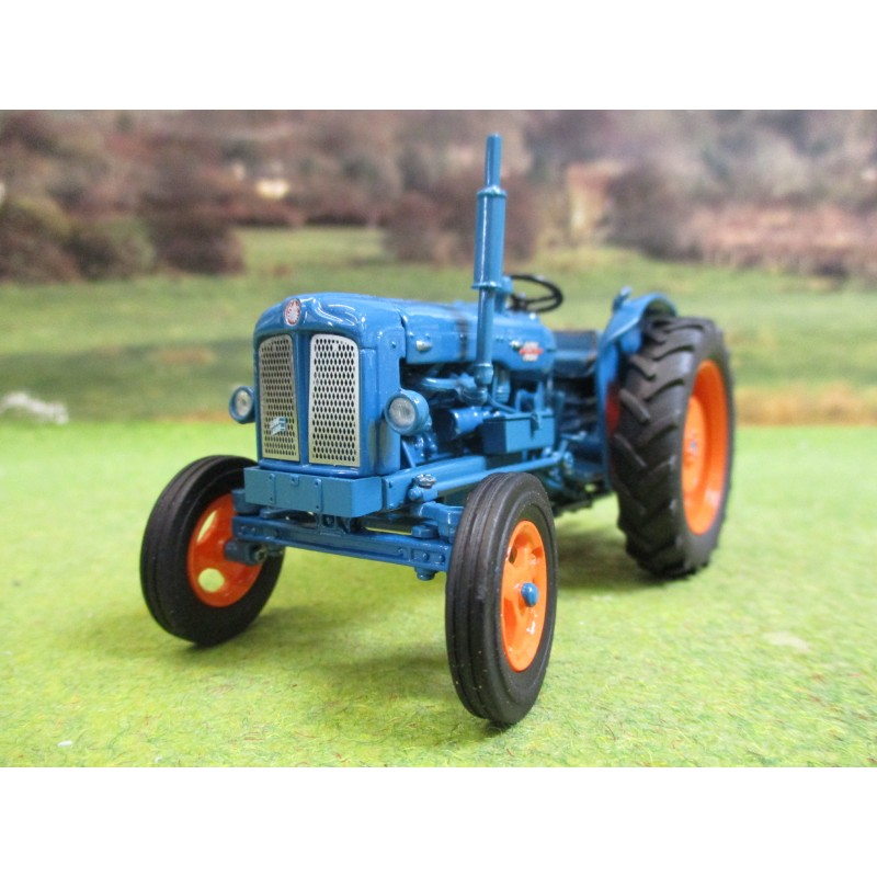 UNIVERSAL HOBBIES 1:32 FORDSON POWER MAJOR TRACTOR
