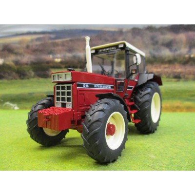SCHUCO 1:32 INTERNATIONAL 1255 4WD TRACTOR