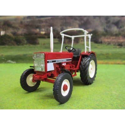 SCHUCO 1:32 INTERNATIONAL 433 2WD TRACTOR