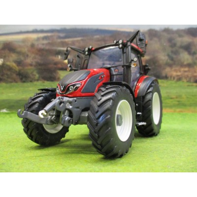UNIVERSAL HOBBIES 1:32 VALTRA G135 RED LIMITED EDITION TRACTOR