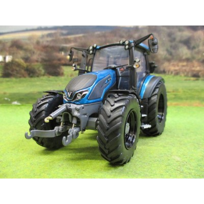 UNIVERSAL HOBBIES 1:32 VALTRA G135 TURQUOISE LIMITED EDITION TRACTOR