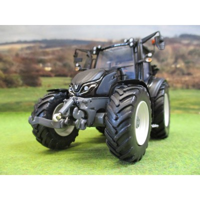 UNIVERSAL HOBBIES 1:32 VALTRA G135 BLACK LIMITED EDITION TRACTOR