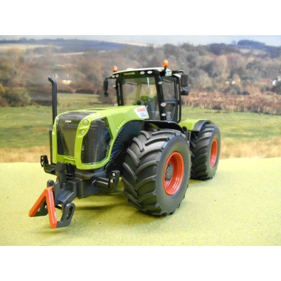 SIKU 1:32 CLAAS XERION 5000 TRACTOR