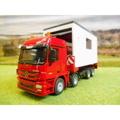 SIKU ROAD 1:50 TRUCK WITH REMOVABLE GARAGE