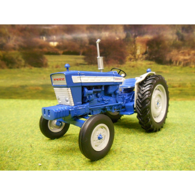 UNIVERSAL HOBBIES 1:32 FORD 5000 1964 TRACTOR